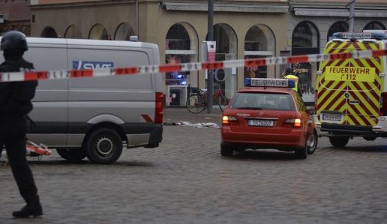 جرمنی، کار کی ٹکر سے 4 افراد ہلاک