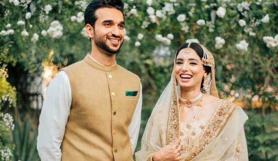 زینب عباس نے شادی کی سالگرہ پر پرانی یادیں تازہ کردیں