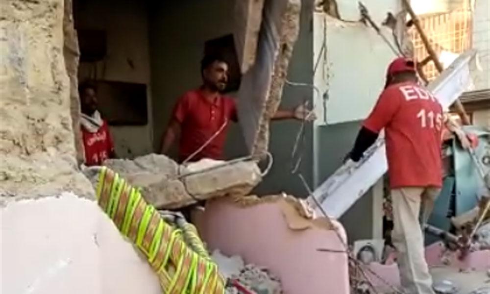 نیو کراچی: سلنڈر دھماکا، عمارت گر گئی، 1جاں بحق