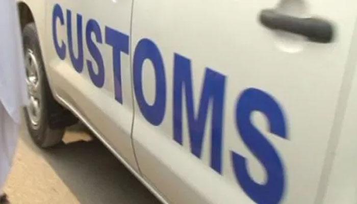 کوئٹہ میں کسٹم اور ٹریفک پولیس کے چھاپے، 54 گاڑیاں قبضے میں لے لی گئیں