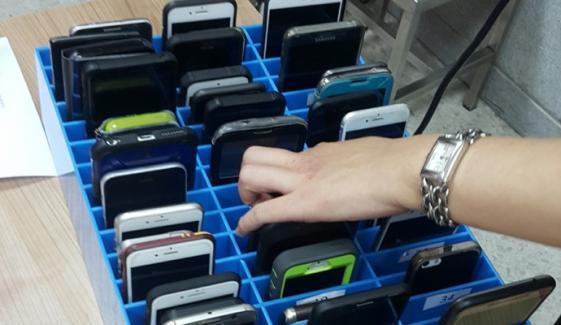 موبائلز کی اسمگلنگ ختم، خزانے کو کتنا فائدہ؟