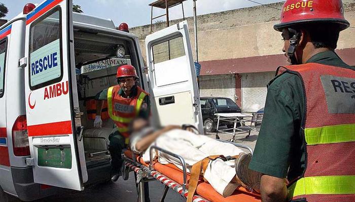 نوشہرہ: کوچ اور ٹریلر میں تصادم، 6 مسافر جاں بحق