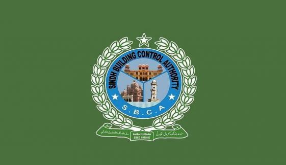 کراچی: عمارت گرانے کیلئے جانے والی SBCA کی ٹیم پر حملہ