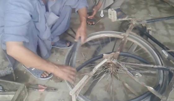 سائیکل پنکچر والے کے نام پر اربوں کی خریدوفروخت کاانکشاف