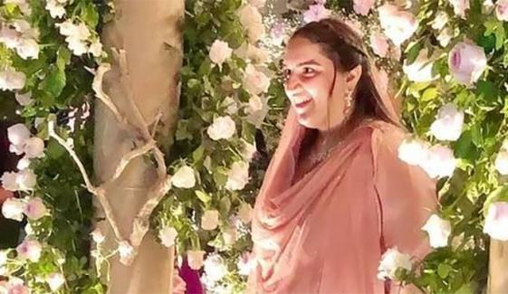 بختاور نے محمود کو منگنی کی انگوٹھی  پہنانے کی ویڈیو شیئر کردی