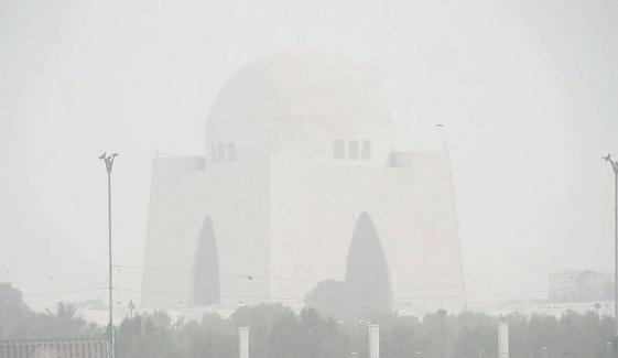 کراچی: صبح سویرے دھند چھائے رہنے کا امکان