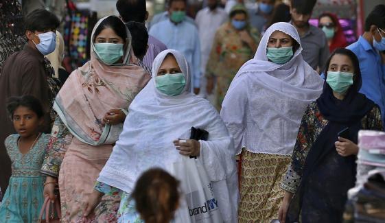 پاکستان، کورونا وائرس کے سنگین مریضوں کی تعداد تیزی سے بڑھ رہی ہے