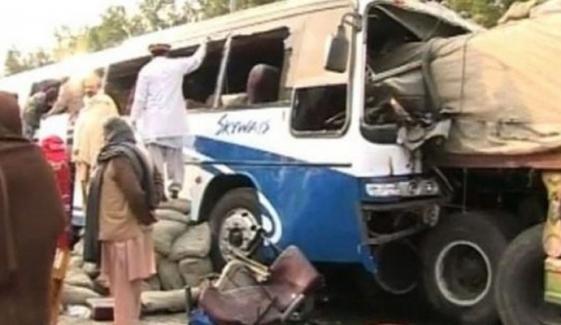 مٹیاری: کوسٹر اور ٹریلر میں تصادم، 8 افراد زخمی