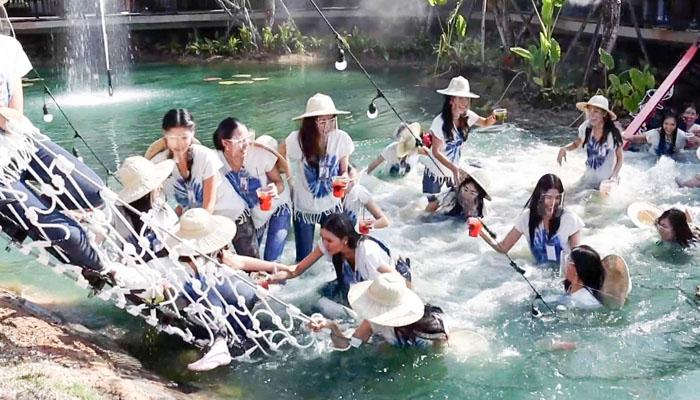 تھائی لینڈ :پل حسیناؤں کا بوجھ نہ اٹھا سکا، ویڈیو وائرل