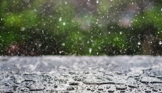 ملک کے بالائی علاقوں میں بارش اور برف باری