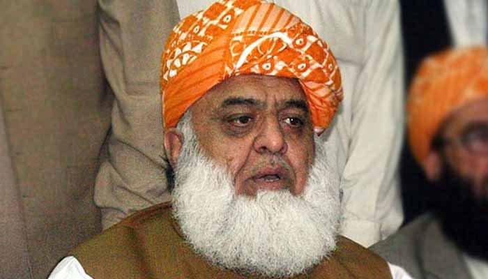ملکی معاملات میں کوئی غیرمتعلقہ شخصیت ہےتووہ عمران خان ہیں،فضل الرحمان