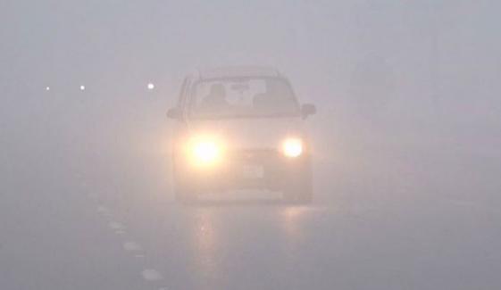 پنجاب: قومی شاہراہ پر دھند سے حدِ نگاہ کم، ٹریفک متاثر