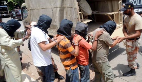 کراچی: قتل کے بعد لاش جلانےوالے 5 ملزمان گرفتار
