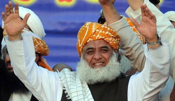 PDM جلسہ: مولانا فضل الرحمٰن سردار ایاز صادق کی رہائشگاہ پہنچ گئے