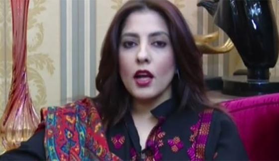 عمران خان کی اپنے کتوں کےساتھ تصویر معنی خیز ہے، پلوشہ خان