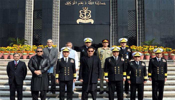 وزیراعظم عمران خان کا دورہ نیول ہیڈکوارٹرز، آپریشنل تیاریوں پر اظہار اطمینان