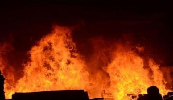 فیصل آباد: گودام میں آتشزدگی، روئی کا ذخیرہ جل گیا