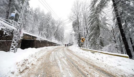 گلگت بلتستان سمیت ملک کے مختلف حصوں میں شدید سردی، معمولات زندگی متاثر