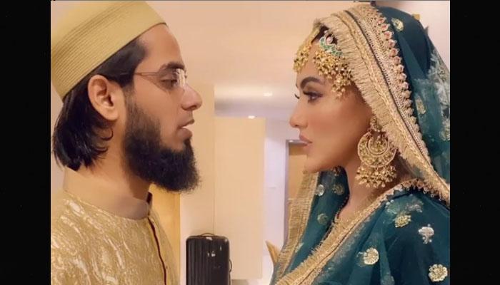 ثناء نے میرے کہنے پر شوبز نہیں چھوڑی، مفتی انس