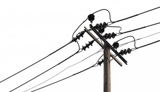 فیصل آباد: مزدور بجلی کے تاروں سے ٹکرا گیا