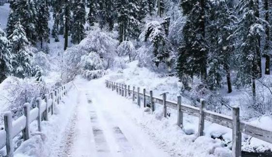 گلگت بلتستان کے مختلف شہروں میں برف باری و بارش، موسم مزید سرد