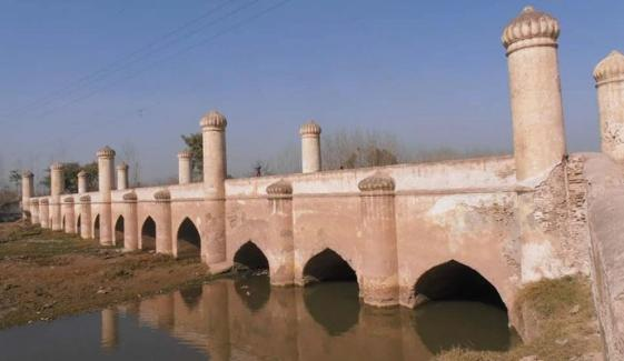 پشاور: 400 سالہ پُرانے پل کی بحالی پر کام کا آغاز