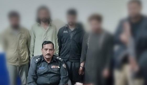 کراچی: کلفٹن میں ڈاکے ڈالنے والا 4 رکنی گروہ گرفتار
