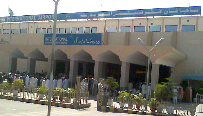 پشاور: برطانیہ سے آنے والے 101 افراد کی تلاش