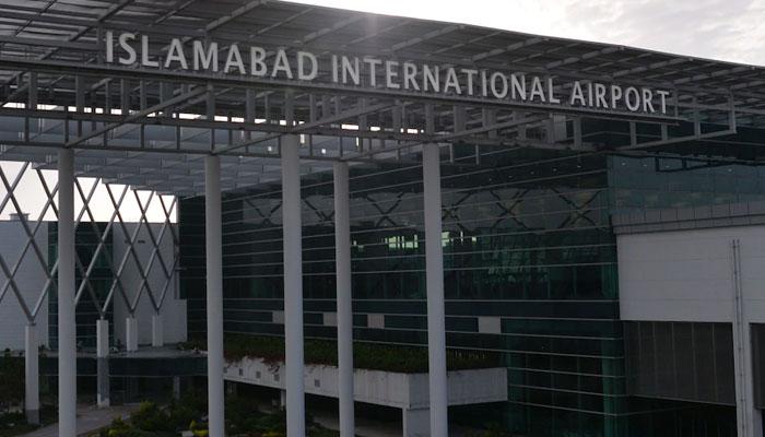 اسلام آباد انٹرنیشنل ایئرپورٹ کی چھت ٹپکنے لگی