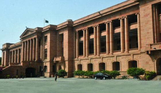 سندھ حکومت نے کرمنل مقدمات سے جڑے 317 افسران و ملازمین کا ریکارڈ ہائیکورٹ میں جمع کرا دیا