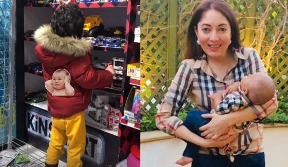 شرمیلا فاروقی کا بیٹا کھلونوں کا انتخاب کرنے میں مصروف