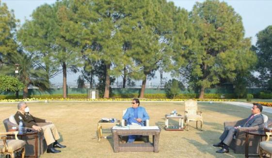 وزیراعظم سے آرمی چیف و ڈی جی آئی ایس آئی کی ملاقات، ملکی داخلی سیکیورٹی پر تبادلہ خیال