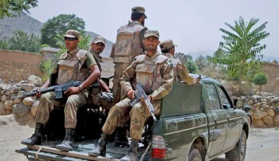کے پی: فورسز کے قافلے پر حملہ، ایک جوان شہید، جوابی کارروائی میں 2 دہشتگرد ہلاک