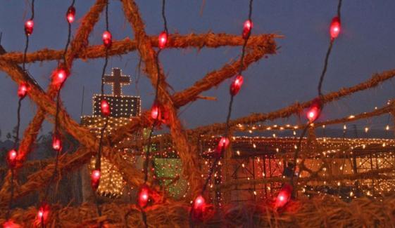 پاکستان سمیت دنیا بھر میں آج کرسمس کا تہوار