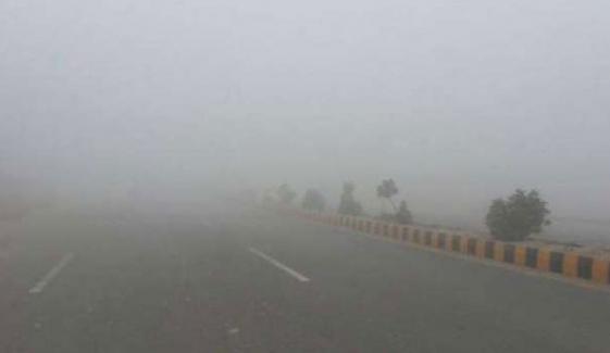 پنجاب کے مختلف علاقوں میں دھند، 2 افراد جاں بحق
