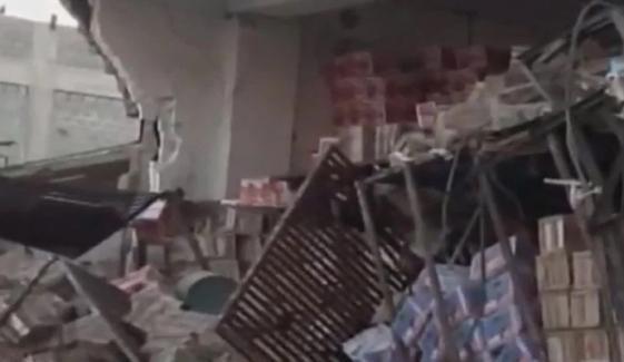 کراچی میں بینک کے اندر پراسرار دھماکا