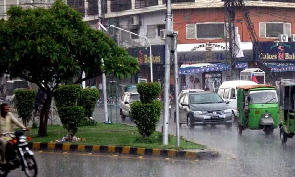 پنجاب میں شدید دھند، لاہور میں کل بارش کا امکان