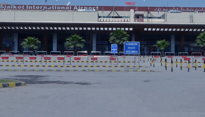 لاہور:3انٹرنیشنل فلائٹس دھند کے باعث سیالکوٹ ائرپورٹ پر اتاری گئیں