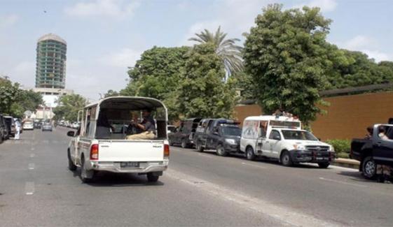 کراچی: پی ٹی آئی کے ناراض کارکنوں کا گورنر ہاؤس کے باہر مظاہرہ