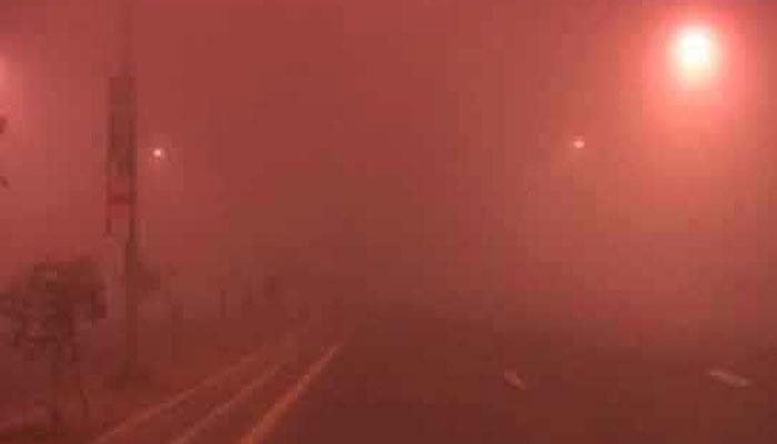 لاہور سمیت پنجاب کے بیشتر میدانی علاقوں میں شدید دھند