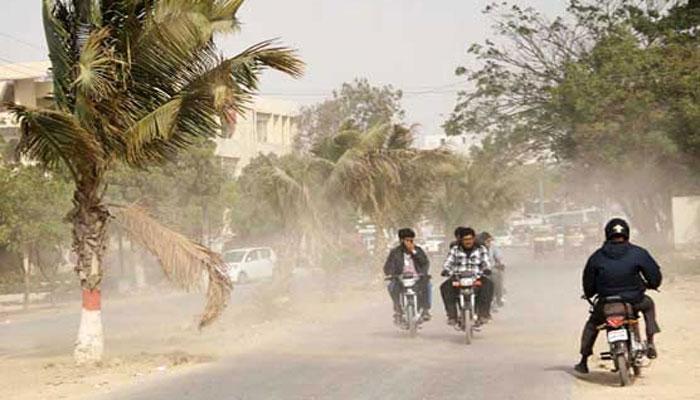 کراچی میں ٹھنڈی، تیز اور گرد آلود ہوائیں چل پڑیں