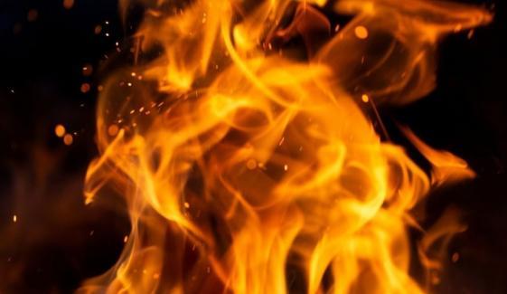 کراچی: جامع کلاتھ میں درزی کی دکان میں آتشزدگی