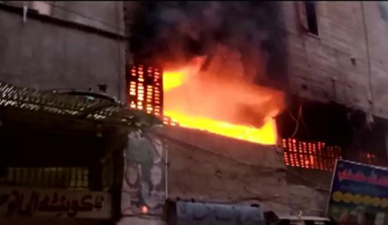 نیوکراچی: گتے کے گودام میں آگ لگ گئی