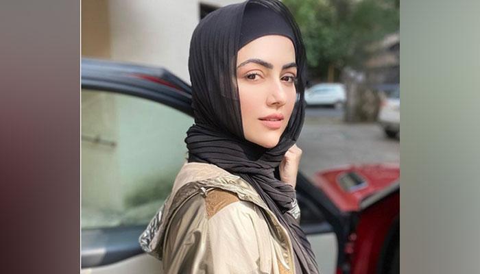 ثناء خان نے مداحوں کو نیا مشورہ دے دیا