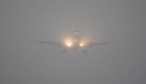 لاہور: پنجاب کے مختلف علاقوں میں شدید دھند، پروازوں کا شیڈول متاثر