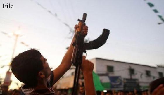 نوشہرہ: 2 کلاشنکوفوں سے گھنٹوں فائرنگ کرنیوالا نوجوان گرفتار