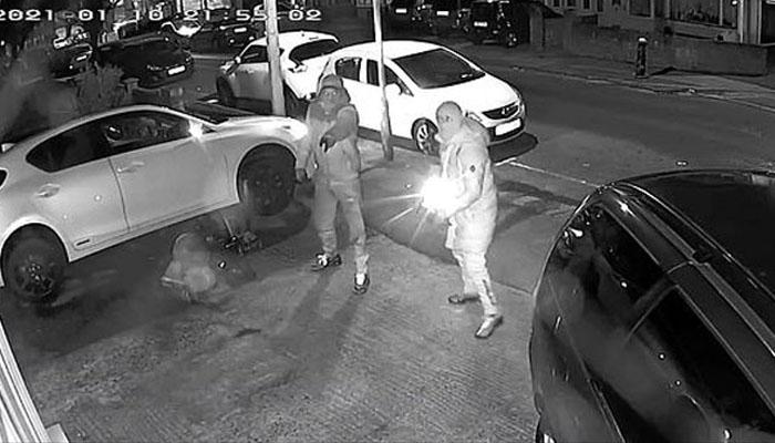 صرف ایک منٹ میں گاڑی کے پرزے چوری