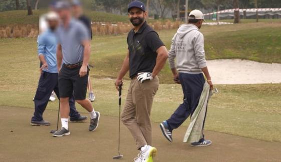 حفیظ نے قومی ٹیم کے کوچز کے ساتھ گالف کھیلی