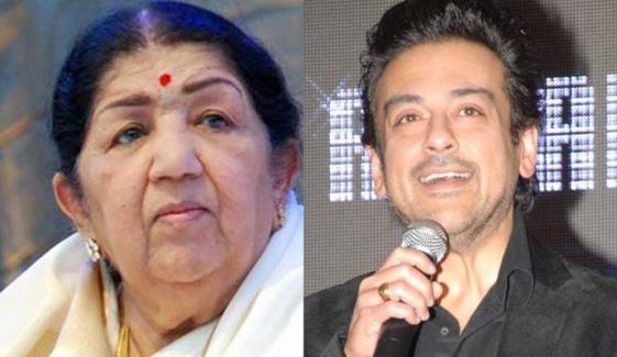 عدنان سمیع نے لتا منگیشکر کی آواز پر تنقید کرنیوالے بھارتی کو کھری کھری سُنا دی