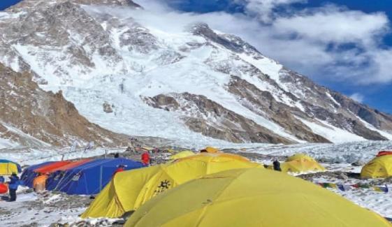 نیپالی کوہ پیما کے ٹو کی انتہائی بلندی کے قریب پہنچ گئے